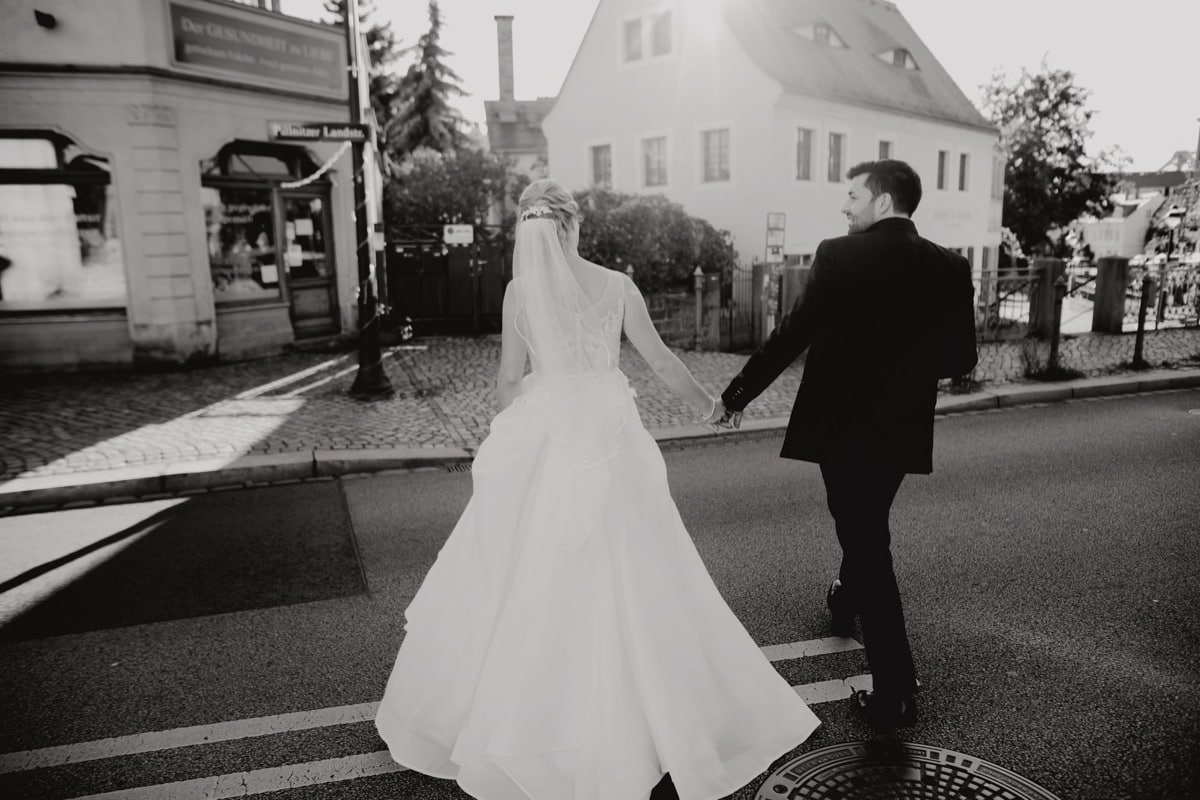 hochzeitsfotograf dresden villa wollner fotograf hochzeitsreportage pirna brautpaar heiraten hochzeitsbilder kirhcliche trauung loschwitzer kirche