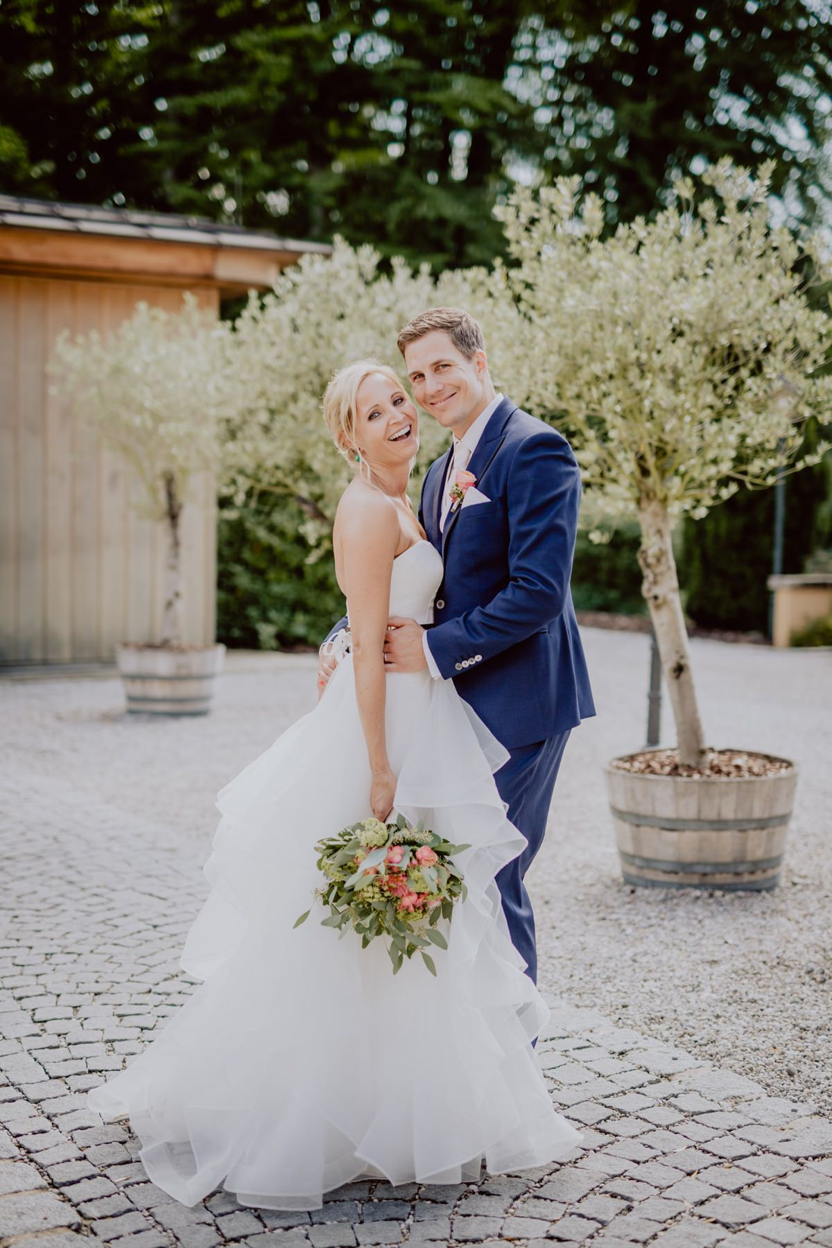 Hochzeitsfotograf La Villa Starnberger See Poecking Strauss und Fliege freie Trauung Hochzeitsfotos heiraten Bayern