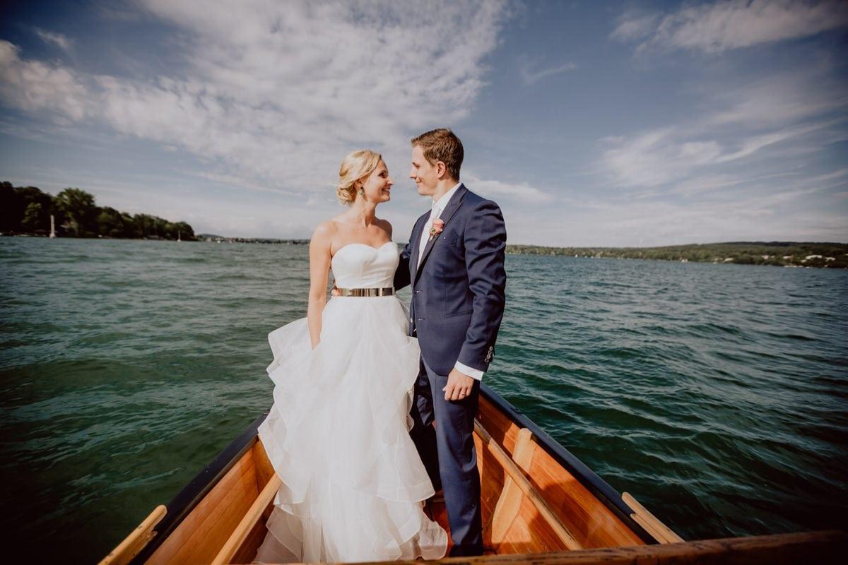 Hochzeitsfotograf La Villa Starnberger See Poecking Strauss und Fliege freie Trauung Hochzeitsfotos heiraten Bayern Boot