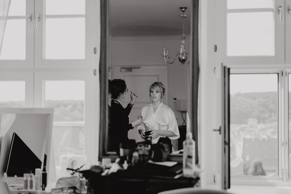Braut Vorbereitungen Make-Up Haare Hochzeit