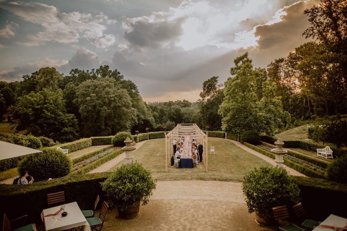 Hochzeitsdinner Schloss Proschwitz im Freien Lichtertunnel