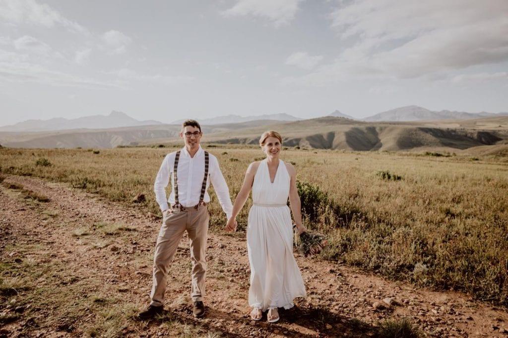 Brautpaar heiraten im Ausland