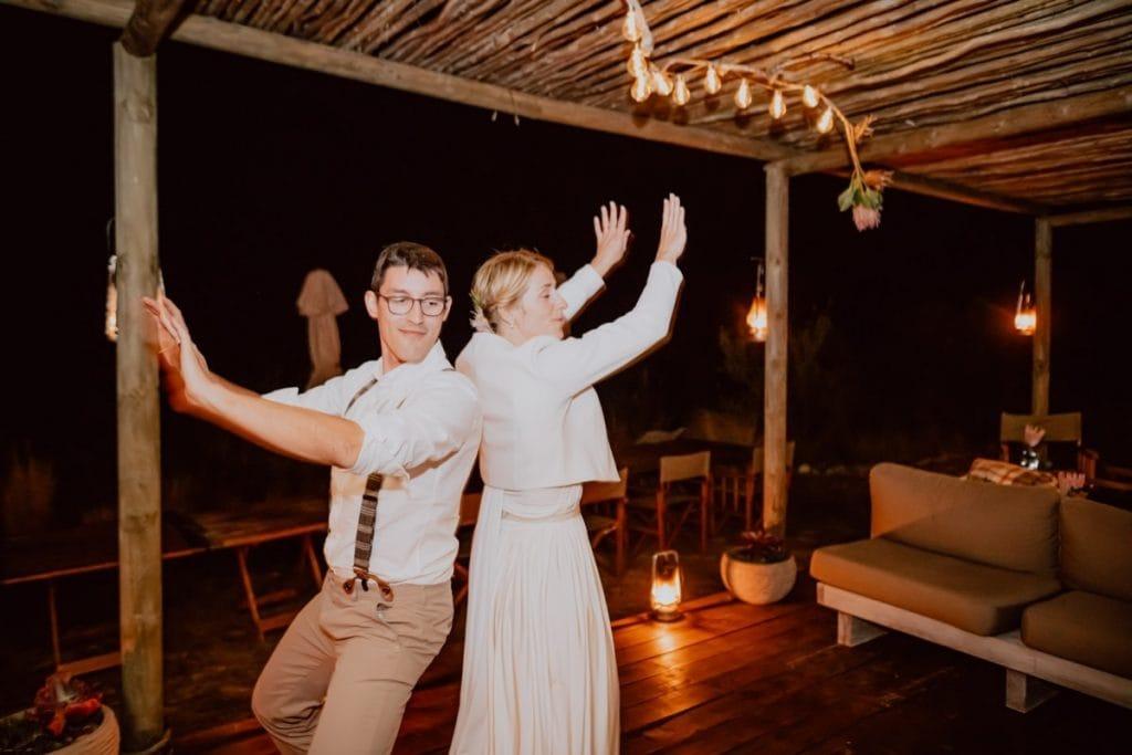Hochzeit Ecocamp Gondwana Party Brautpaar