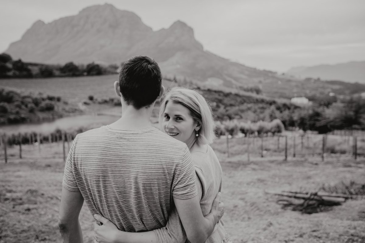 hochzeitsfotos weddingphotographer southafrica stellenbosch vineyard bartinney destinationwedding südafrika wein weinberg party