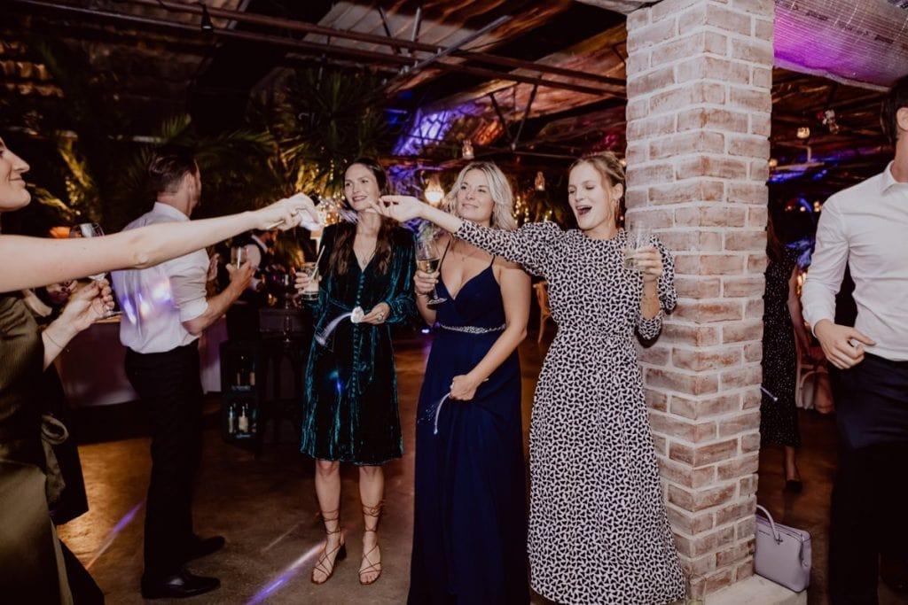 Hochzeitsparty Hochzeitsfotograf Alte Gärtnerei Taufkirchen München